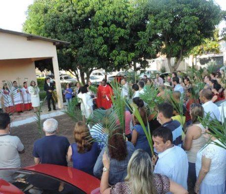Procissão de Ramos inicia programação da Semana Santa