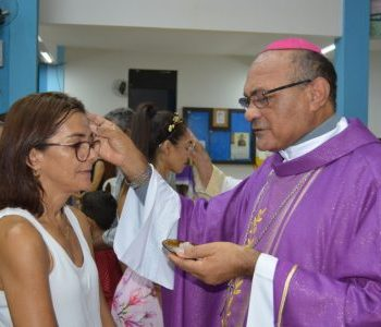 Missa das cinzas é marcada por centenas de fiéis